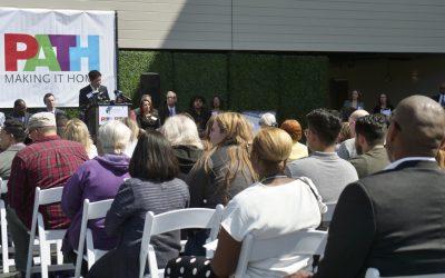 Abren un complejo de apartamentos en Los Ángeles para ayudar a los desamparados a comenzar una vida nueva